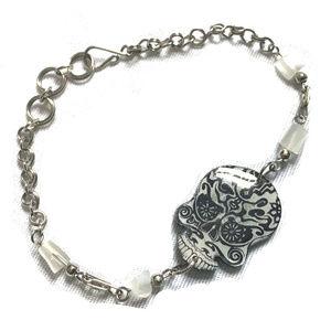 Jewelry - ♛5/$25♛🆕NWOT Skull💀 Bracelet Silver White Beaded